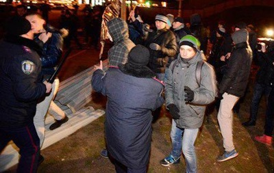 Драка противников стройки с милицией в Киеве: трое пострадавших