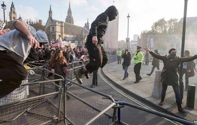В Лондоне в ходе акции протеста студентов вспыхнули беспорядки