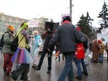 В Симферополе толпа напала на клоуна в образе Ющенко