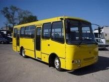 ДТП в Киеве: автобус с 20 пассажирами врезался  в дерево