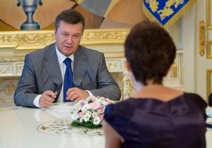 Янукович встретился с матерью погибшего в Шевченковском РОВД студента