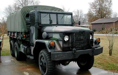 В Красном Луче попал в аварию грузовик с военными из РФ, есть жертвы – СМИ