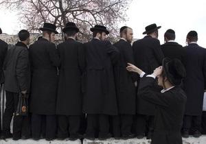 В Израиле ультраортодоксы-сторонники половой сегрегации забросали полицейских камнями