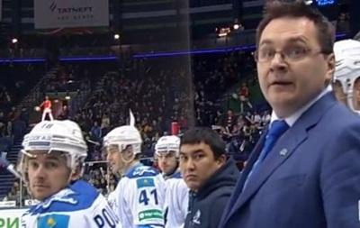 Экс-тренер Донбасса бросил бутылку в хоккеиста и обматерил арбитров