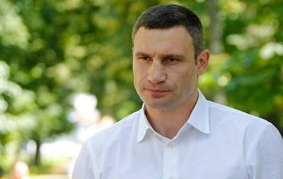 Виталий Кличко проведал гориллу, дом для которой купила невеста Владимира