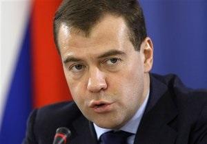 Медведев потребовал жестче наказывать милиционеров