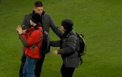 UEFA может наказать Базель за прогулки фанатов по полю во время матча Лиги чемпионов