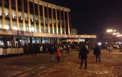 Милиция задержала четырех активистов, пытавшихся сорвать концерт Ани Лорак
