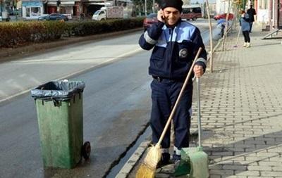 В Турции мужчина поймал выпавшего с 7-го этажа ребенка