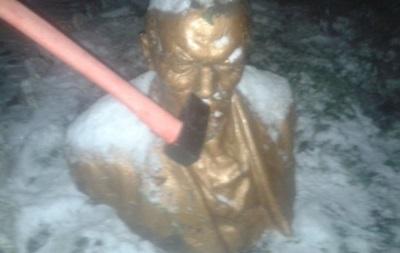 В Одессе снесли еще один памятник Ленину