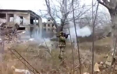 Сепаратисты сняли на видео, как стреляют из гранатомета по зданию
