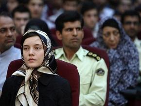 Власти Ирана освободили из-под стражи сотрудницу французского посольства