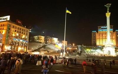 В Киеве люди в масках снова перекрыли Крещатик
