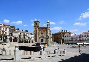 Мэр испанского города запретил играть в мяч на центральной площади