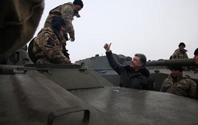 Порошенко присвоил звание Героя Украины троим военным