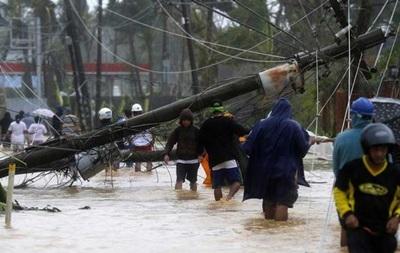 На Филиппинах миллионы жителей лишились света из-за тайфуна