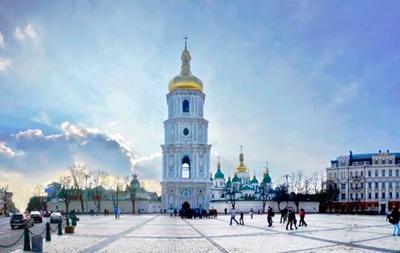 У Києві почали встановлювати новорічну ялинку