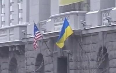 У Мережі обговорюють відео з американським прапором на будівлі СБУ