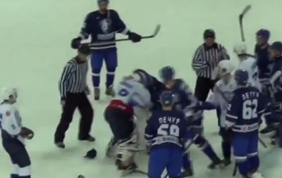 Хокейні воротарі влаштували розбірки під час післяматчевого рукостискання