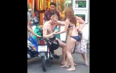 Інтернет обговорює п яного туриста з Росії, що влаштував бешкет у Таїланді