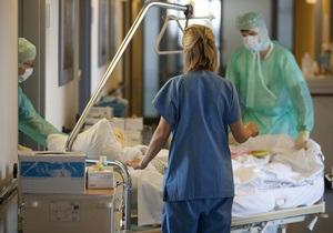 Американка вышла замуж в больнице скорой помощи во время приступа аппендицита