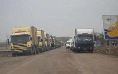 На кордоні з Кримом скупчилося понад тисячу авто, черги зростають