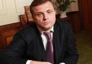 Машины политиков: скромный Порш Кернеса и крутой автопарк Левочкина