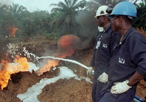 В Нигерии сгорели около 100 человек, собиравших горючее после аварии бензовоза
