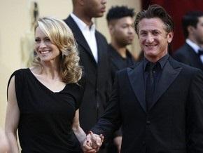 Жена Шона Пенна подала на развод