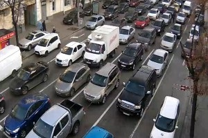 Затори в Києві: снігу немає, але через Новий рік удень сім балів