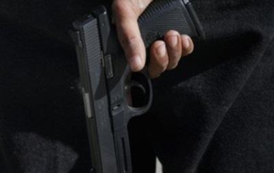У Броварах чоловік вкрав дві пляшки коньяку, погрожуючи пістолетом