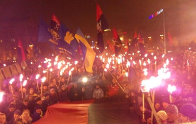 Факельное шествие сторонников Бандеры: фото и стрим