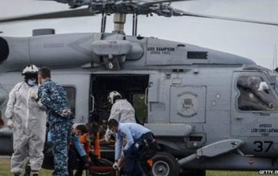 В районі аварії AirAsia знайдені чотири великі об єкти