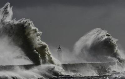 У берегов Шотландии перевернулось грузовое судно