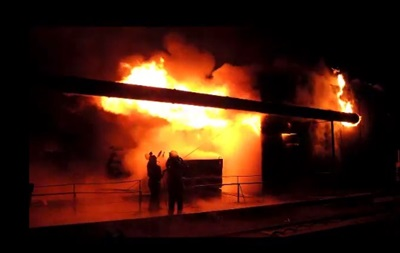 У Києві згорів цех з обробки дерева