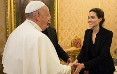 Анджелина Джоли встретилась с Папой Римским