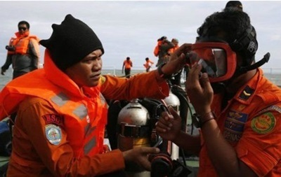 Спасатели, возможно, обнаружили носовую часть самолета AirAsia