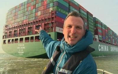 Самый большой в мире контейнеровоз вышел в первое плавание