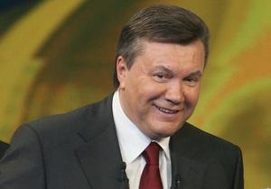 Янукович поздравил канцлера Германии с днем рождения