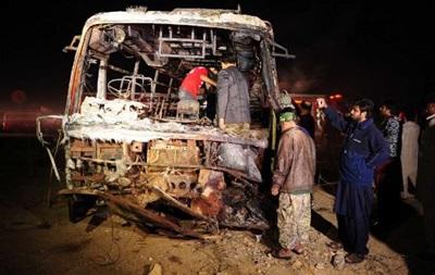 Число жертв столкновения автобуса и нефтевоза в Пакистане возросло до 57