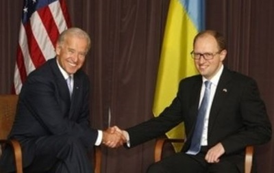 Яценюк обсудил с Байденом финансовую помощь Украине