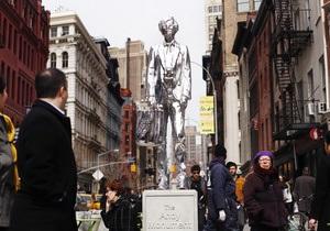 В Нью-Йорке установили памятник Энди Уорхолу