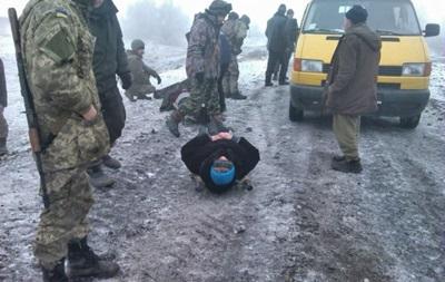 На Луганщині на фугасі підірвалося авто, поранено троє жителів