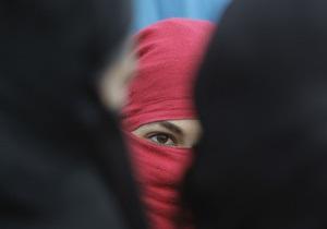 Правозащитники: В Афганистане женщин до сих пор сажают за побег из дома и измену