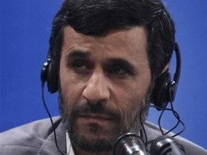 Ахмадинежад сравнил врагов Ирана с москитами