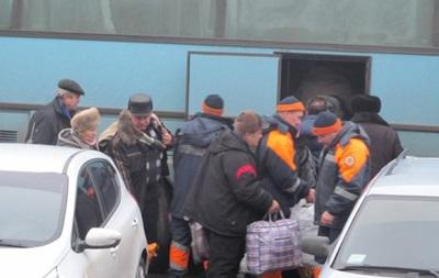 Спасатели эвакуируют людей из Дебальцево и Авдеевки