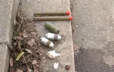 В Киеве из Днепра выловили рюкзак с гранатами и боевыми патронами