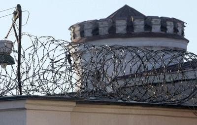 У Луганській області втекло керівництво колонії, кинувши майже 400 зеків