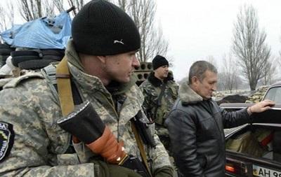 Репортаж з черги за перепусткою на Донбасі - ВВС Україна
