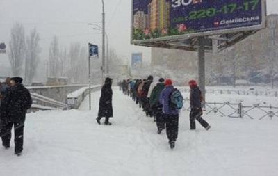 Снігопад у Києві: вулиці розчищають близько 500 одиниць техніки